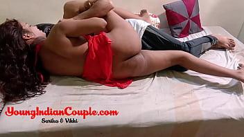 Рыжий парень отымел на кроватки блондинку-шлюху в цветной комбинации