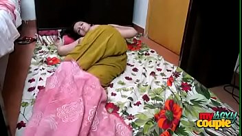 Русская пара ебется ранним по утру в большой ванной