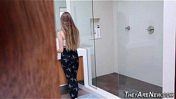 Пышногрудая блондинка попросила телочку на секс со своим молодым человеком