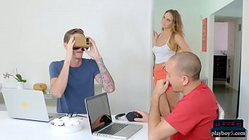 Русские первокурсники развлекаются порно в спальне