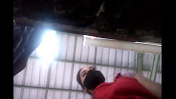 Юноша дал от лизать и выебал возле бассейна брюнеточку