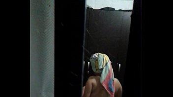 Секс в ванной комнате со зрелой девчушкой julia ann