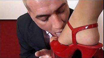 Секс втроем на кровати